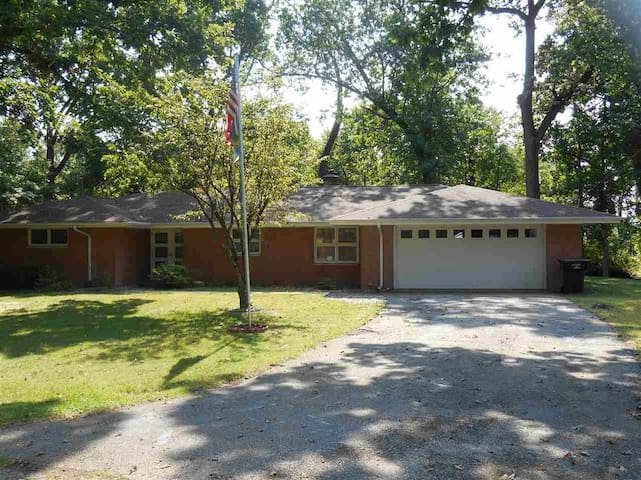Ranch Home, quiet and very close to ND Campus.