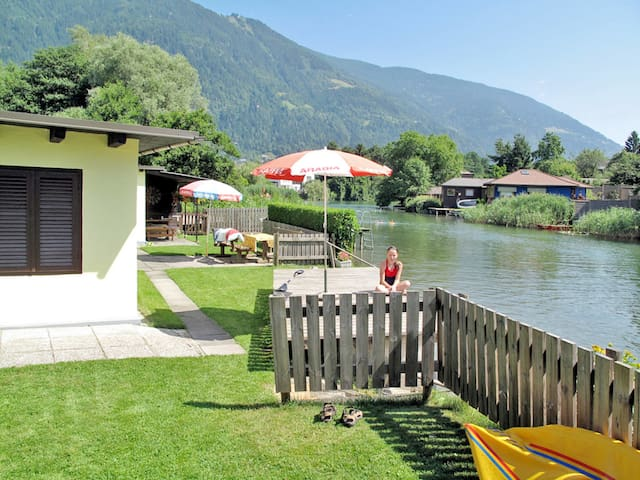 Holiday bungalow located directly on the Ossiacher lake