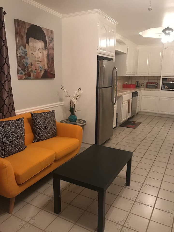 1 bedroom/1 bath/living full kitchen