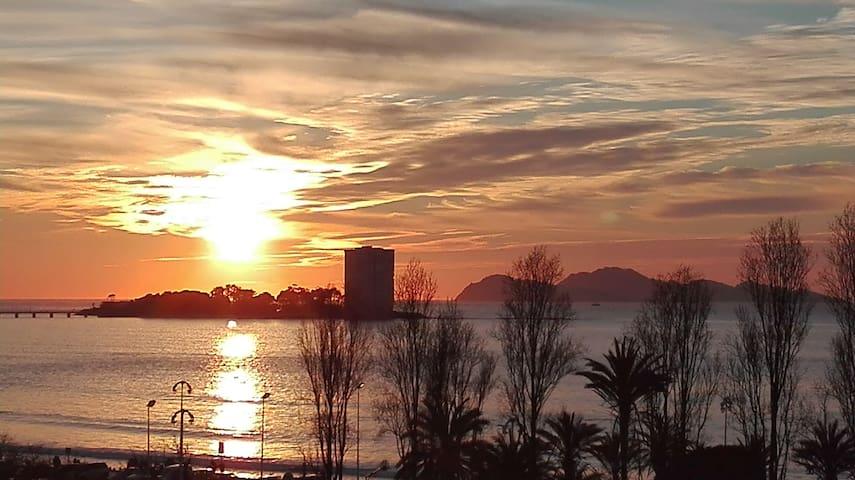 PISO 1ª LINEA PLAYA, CON TERRAZA CON VISTAS AL MAR - Vigo - Apartment
