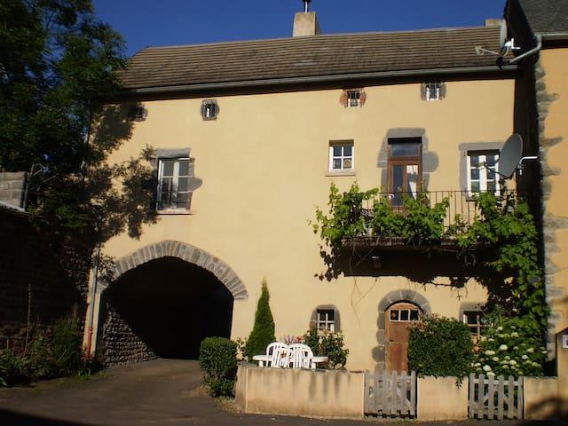 Gite du Pérou - Tourzel-Ronzières - House