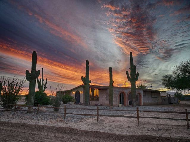 Desert Home in Toltec Sub Division of Eloy, AZ - Eloy - Huis