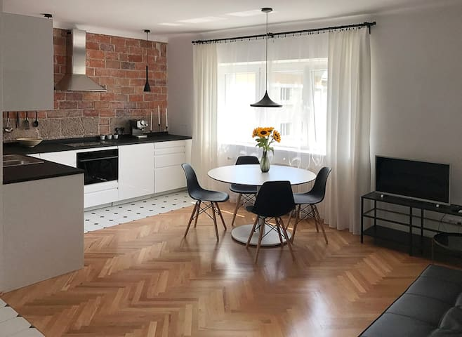 Charming quiet modern city apartment near OLD TOWN