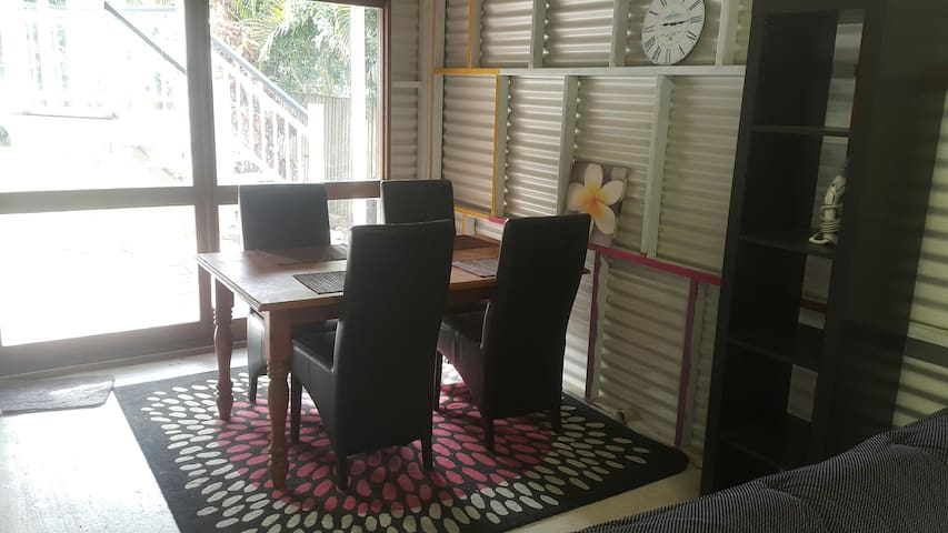 sweet granny flat/apartment, 10 min to city centre