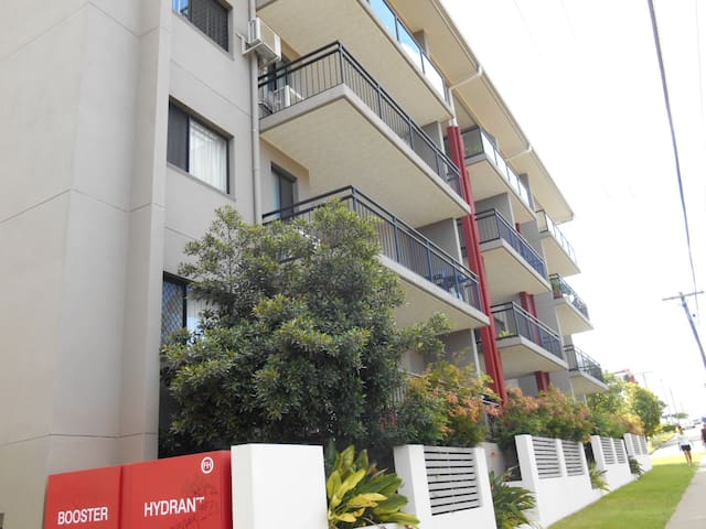 Quality room near shopping centre, bus and train - Nundah - Apartment