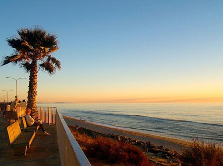 Beach Walk Townhome (1.5 blocks from the sand!)