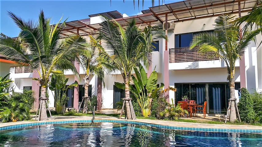 Tropical Holiday Home, 3 BR, with Pool & Rooftop