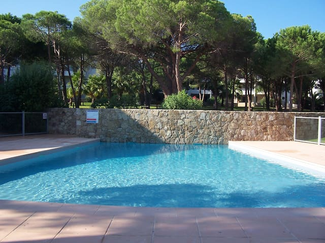 63m2 2 bedrooms swimming pool, 200m from the beach