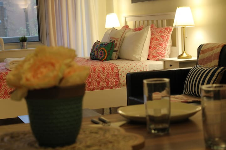 Discover Downtown Montreal and Rest in Cozy unit