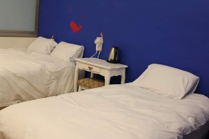 藍海三人房(離火車站步行10分鐘,適合家庭或好友一起居住)