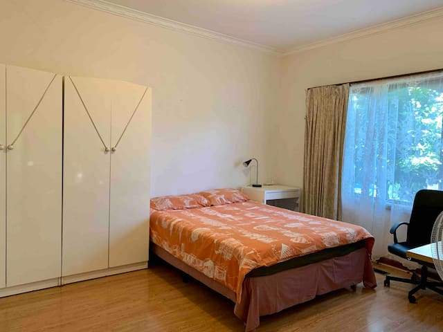Spacious room in refurbished guesthouse