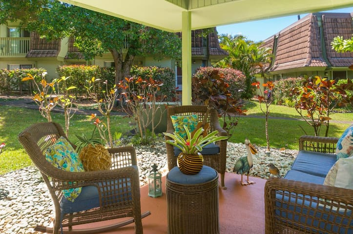 Puamana 11A-Newly Renovated, Single Story with A/C - Walk to Beach