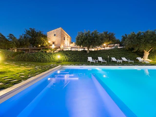Villa Begonia - 6 Guests