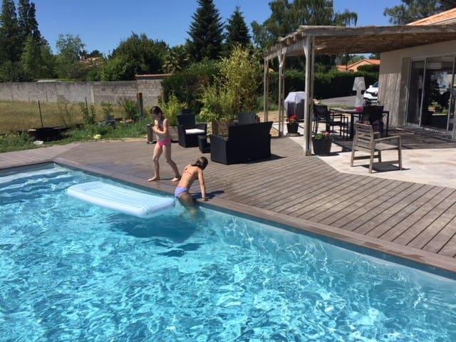 Maison de plein pied avec piscine chauffée