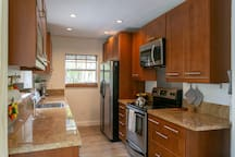 """""""Full Kitchen with all cookware and eatery for any meal of the day."""" Twan *****"""