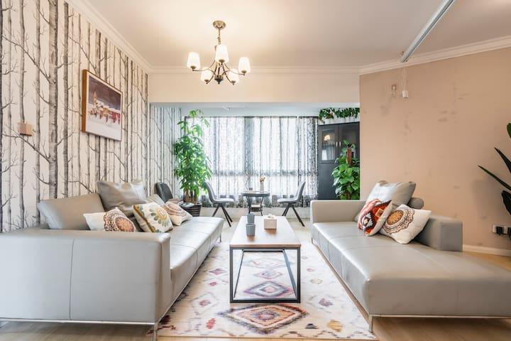 敲宽敞客厅,两个1米8长沙发,秒变双人床