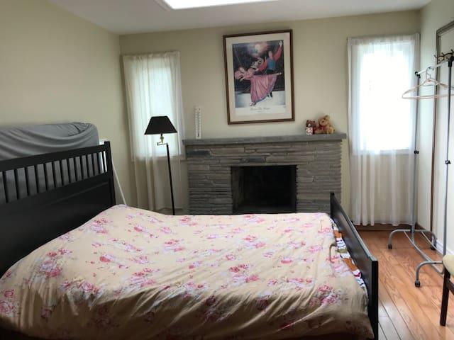 Agincourt huge bedroom