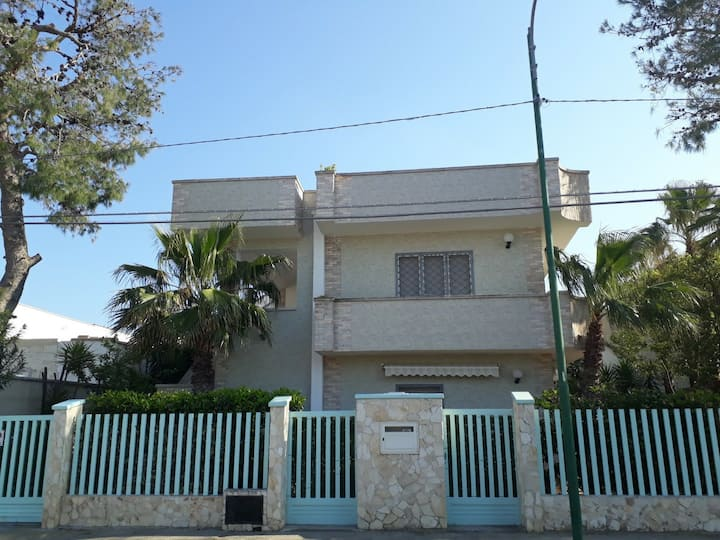 Casa Luciana 1P , posti letto 7-8 a 200 m dal mare