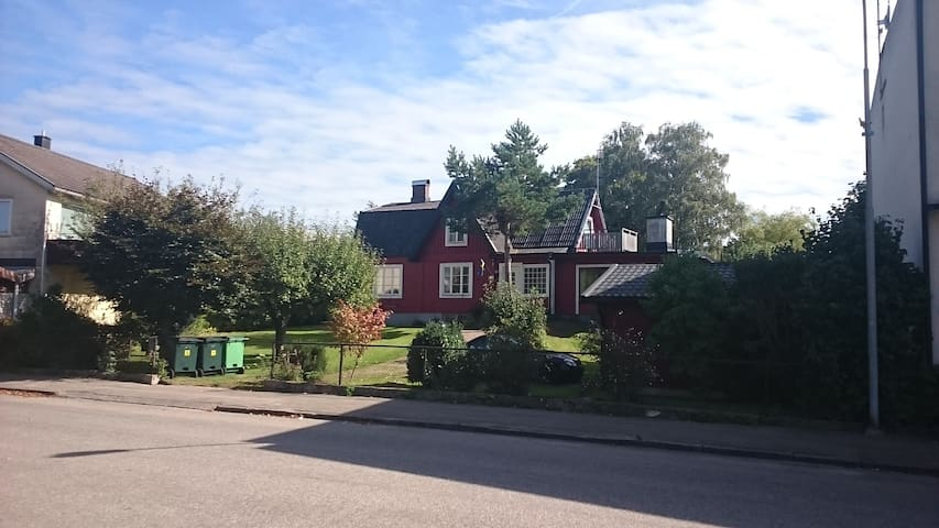 Lovely old large house with pool - Örkelljunga