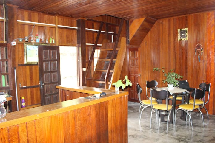 Casa de Madeira na Floresta Amazônica
