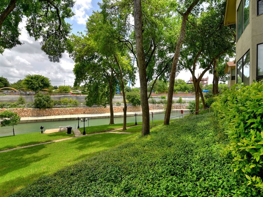 One of a kind views of the gorgeous Comal River! Even better, Schlitterbahn Waterpark is just across the river!