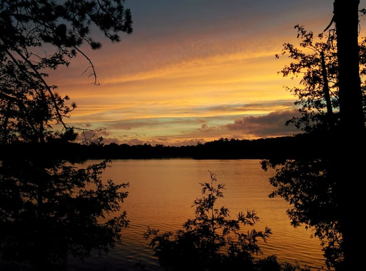 Hailey's Hideout Gorgeous sunsets on secluded lake