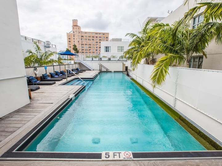 South Beach Hostel with Pool, Kitchen, Fun Activities, Steps to the Beach on Famous Collins Ave