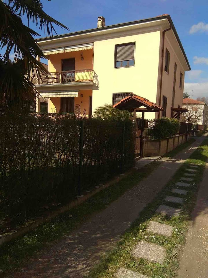 One bedroom flat near Milan-Appartamento in villa