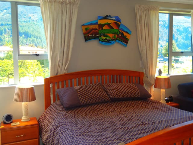 Bedroom King bed, warm, quality bedding provided,