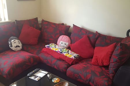 Cosy 2 bedroom & allocated parking! - Earley - Appartamento