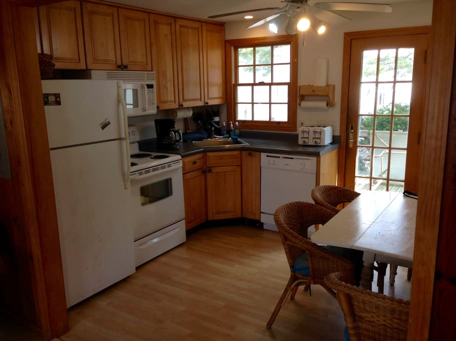 Eat-in kitchen with dish washer and access to back deck (and grill)