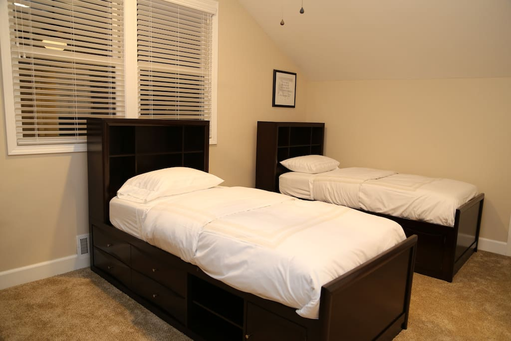 Single Bed Quiet rooms to work, read, relax, study, and code
