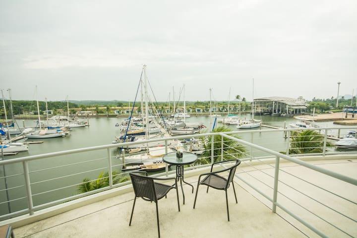 Stunning Marina seaview luxury apartment