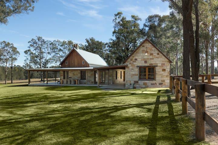 Enzo Cottage - craftsmen built stone cottage