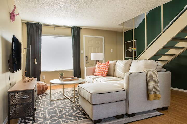 Chic 2BR in Central Austin #252 by WanderJaunt