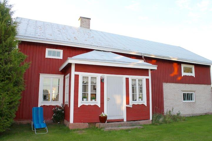 Lantlig och mysig stuga precis vid havet - Saltvik - Cabin
