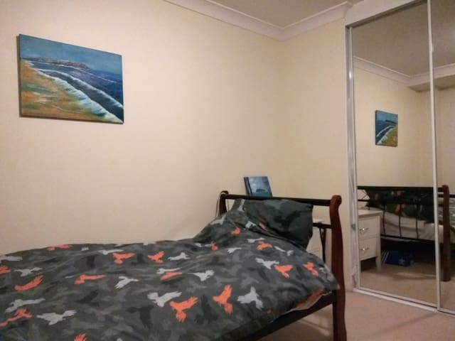 Private room for singles in a convenient location - Parramatta - Lägenhet