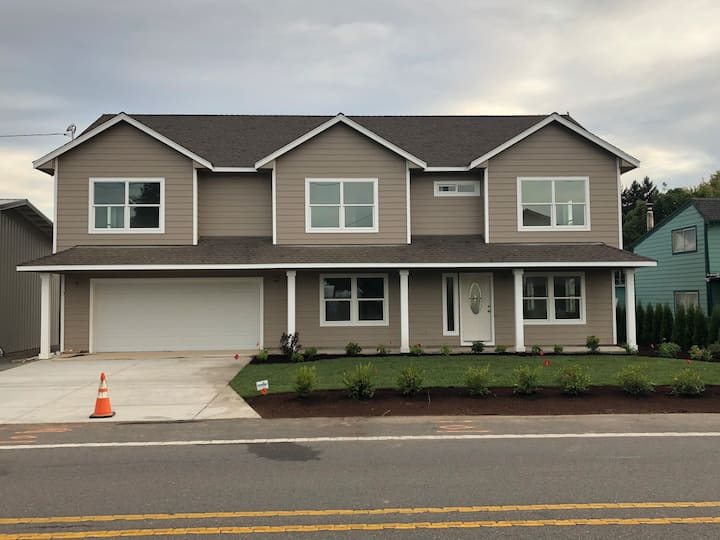 Spacious New Family Home Oregon 3D Art View House