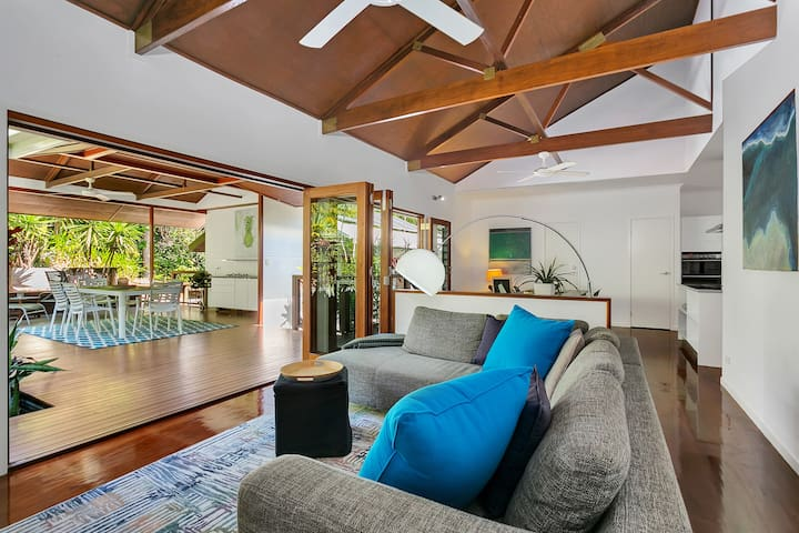 Bonita Vida- full house, excellent location!