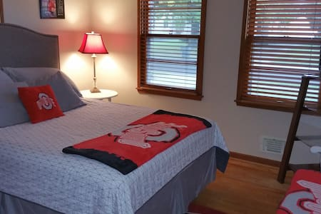 Queen room - OSU themed. - Columbus