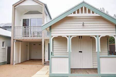 Ballara #8 Boathouse