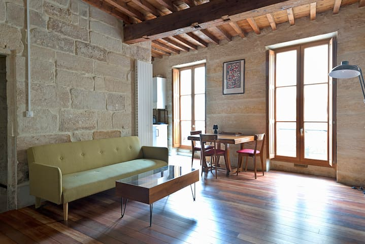 New! Charming apartment in the heart of Uzes