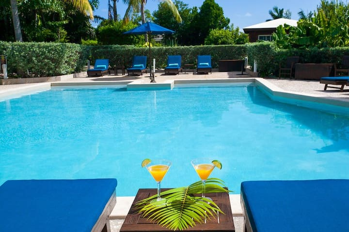 "Fountain Anguilla by ""Refined Retreats""~King Suite~Balcony w/Ocean View!"