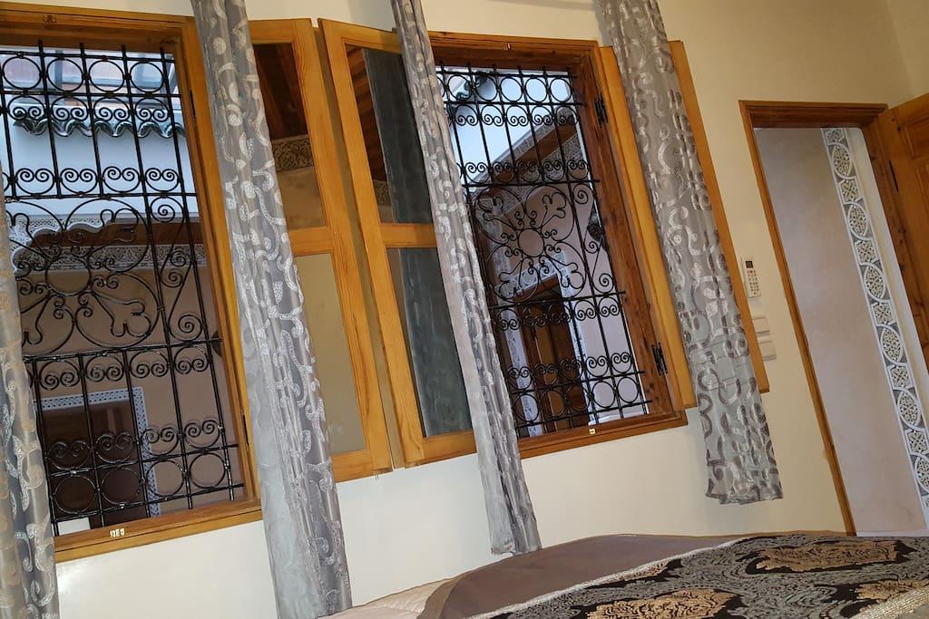 fenêtre du chambre belghazi