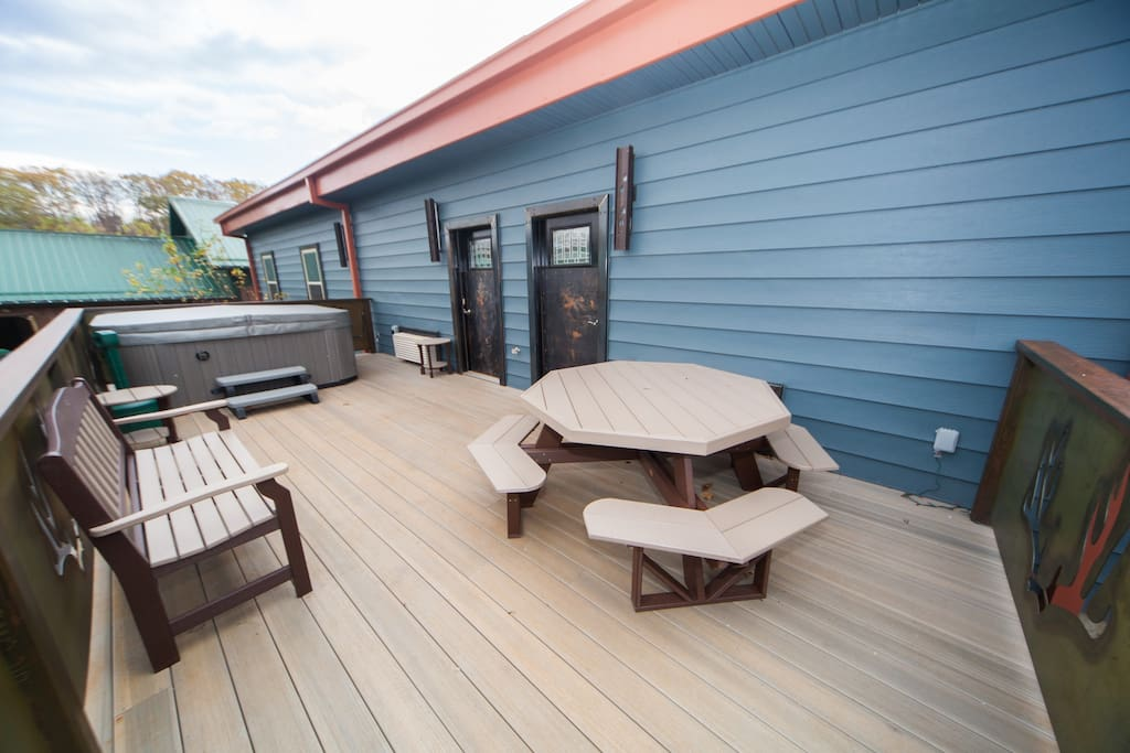 Back deck has 8 person hot tub!