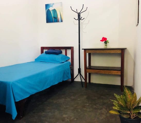 Tres Islas Hostel - Single Private Room +Breakfast