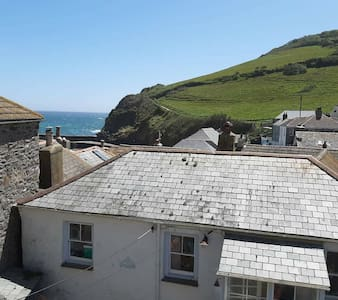 Cosycot, 3 storey fisherman's cottage by the sea