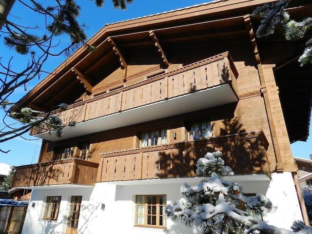 Top Wohnung im Zentrum von Gstaad - Saanen - Departamento