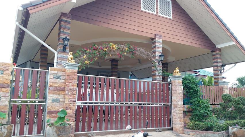 Nana's house - Bedrooms near Prasat Phnom Rung