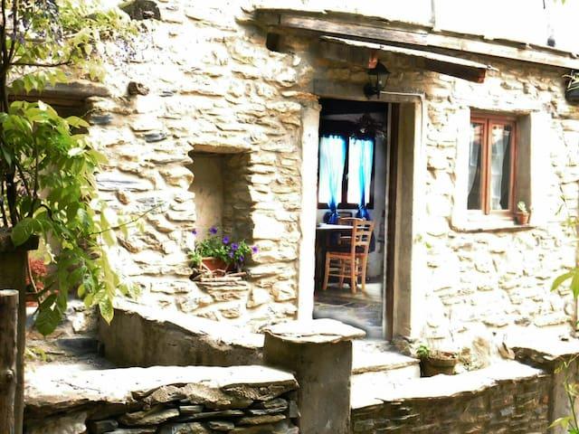 Casa in pietra in antica borgata - Ubaghetta Costa - Huis